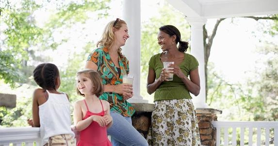 moms-daughters-playdate-front-porch-getty_573x300.jpg
